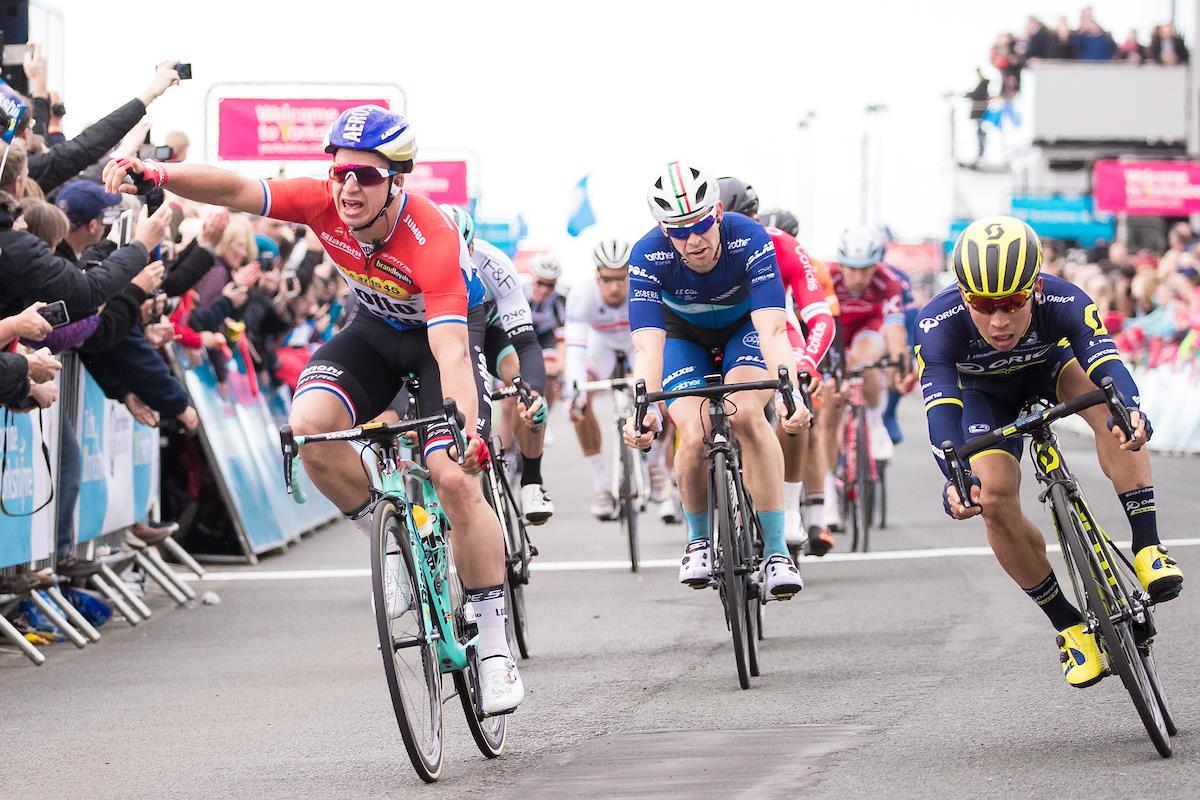 Dylan Groenewegen vince la prima tappa del Tour de Yorkshire