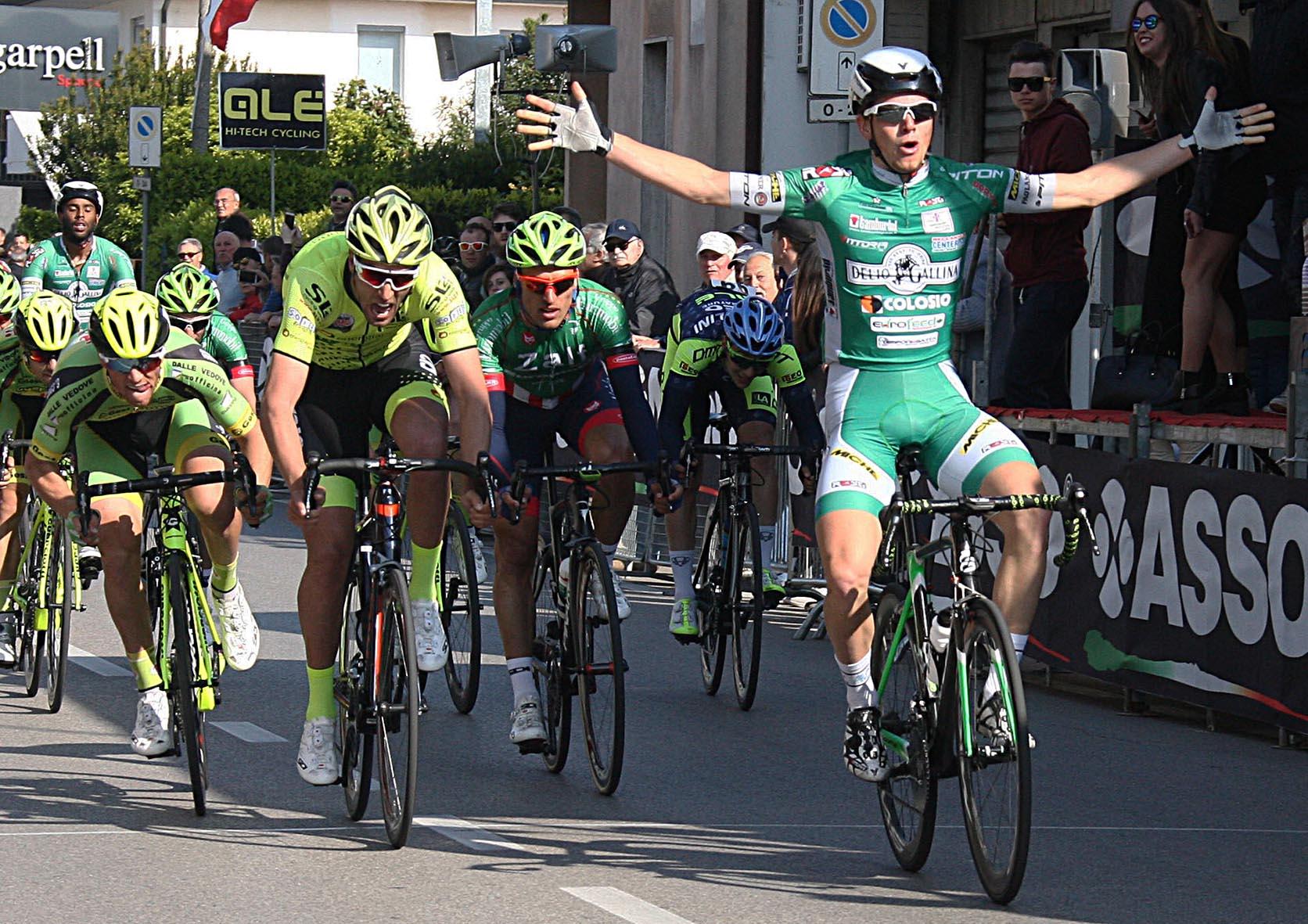Simone Zanni vince a Camponogara