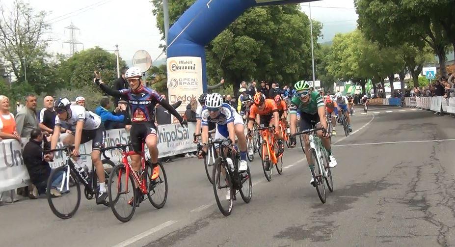 Stefano Corti vince a Passirano