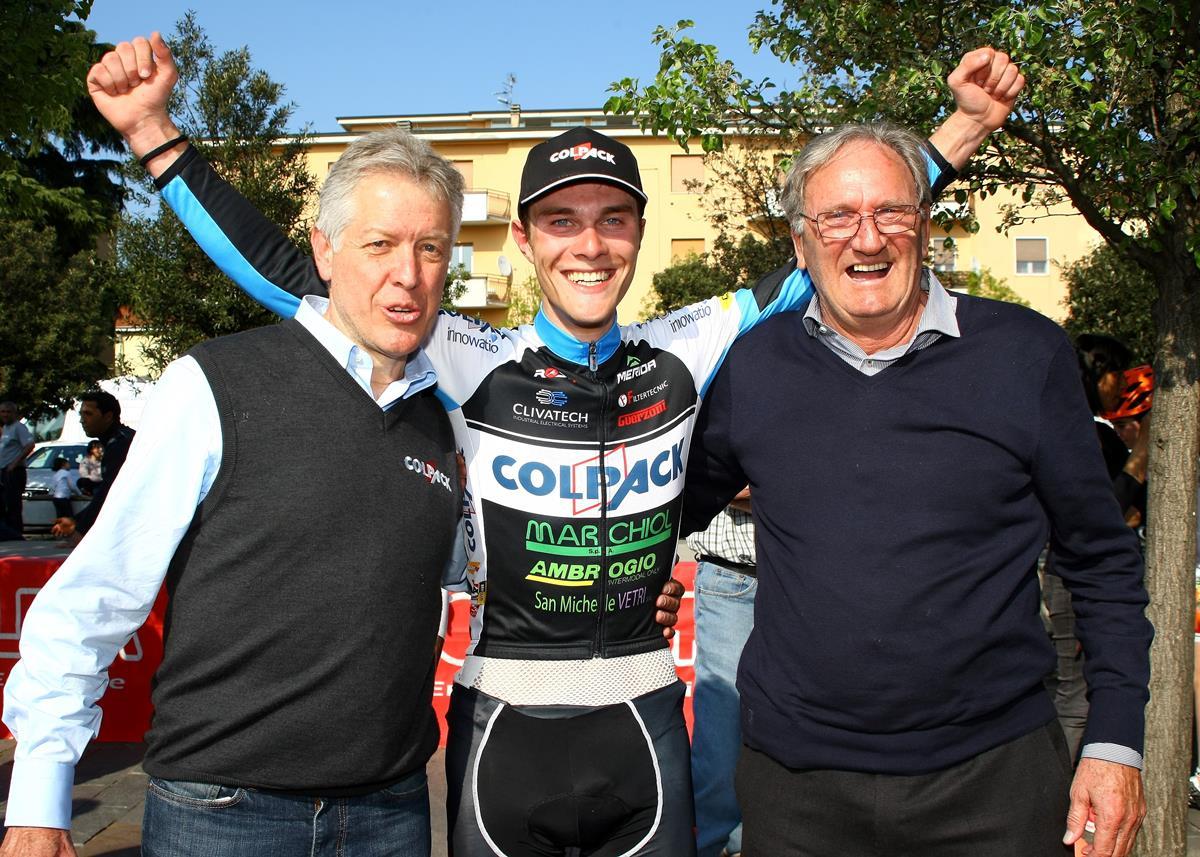 Marco Negrente col team manager Antonio Bevilacqua ed il presidente della Colpack Beppe Colleoni