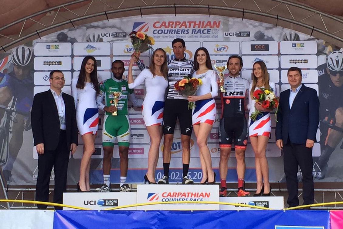 Il podio della prima tappa del Carpathian Couriers Race vinta da Alessandro Pessot