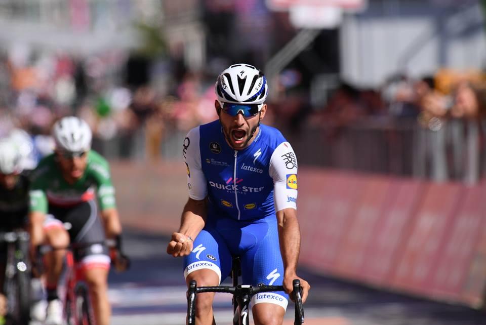 La prima vittoria di Fernando Gaviria al Giro d'Italia vale la maglia rosa a Cagliari