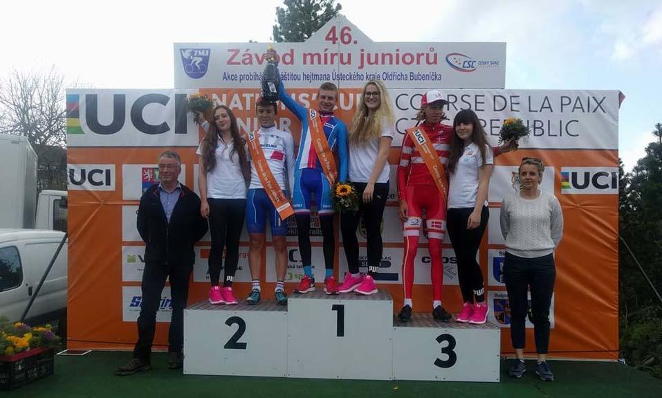 Il podio della terza tappa della Corsa della Pace Juniores vinta da Vacek su Bagioli