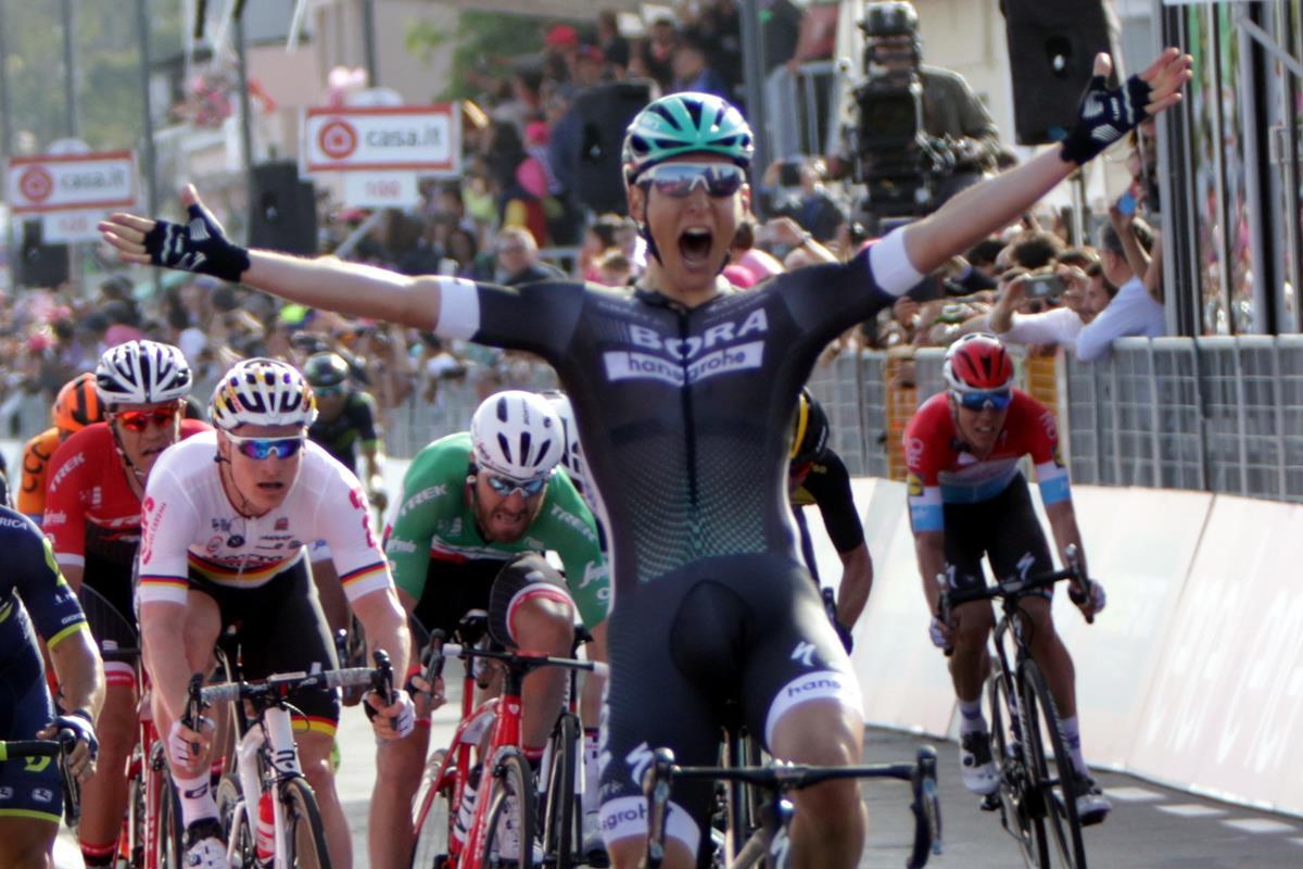 Lukas Pöstlberger vince la prima tappa del Giro d'Italia 2017