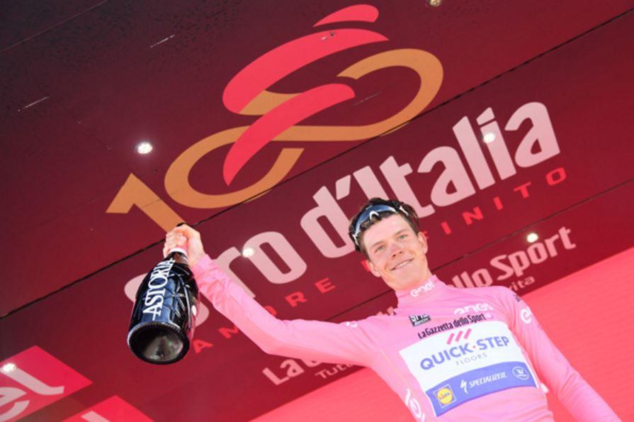 Il lussemburghese Bob Jungels maglia rosa del Giro 100 dopo la tappa dell'Etna