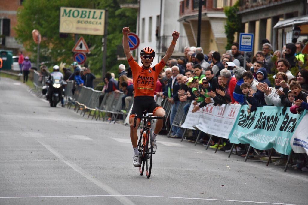 Gabriele Benedetti vince a Mercatale di Cortona