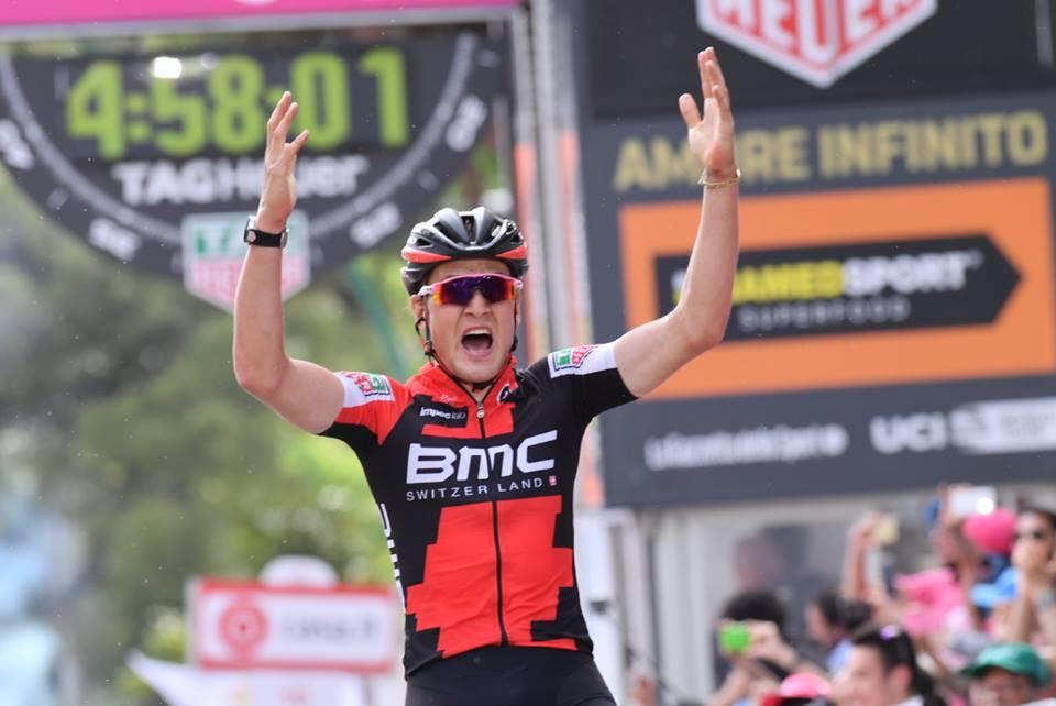 Silvan Dillier vince sullo strappo di Terme Luigiane la sesta tappa del Giro 100
