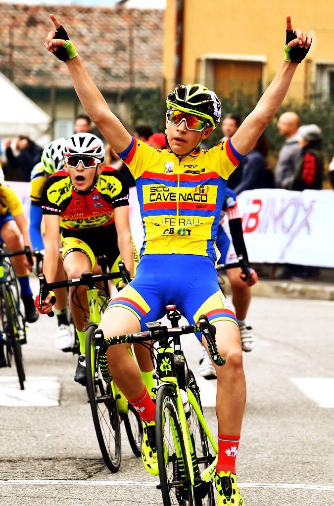 Volata vincente di Daniele Anselmi nella gara Esordienti 2° anno di Ronco di Gussago