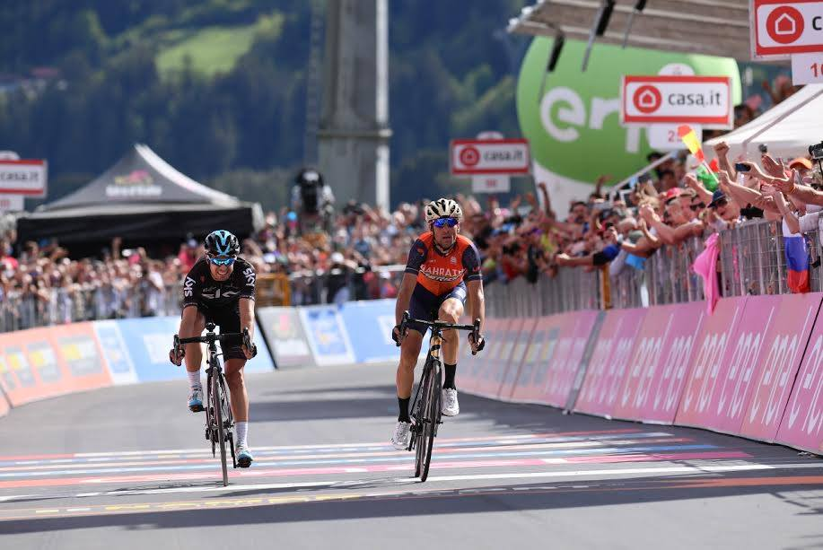 Vincenzo Nibali batte Mikel Landa sul traguardo di Bormio del Giro 100