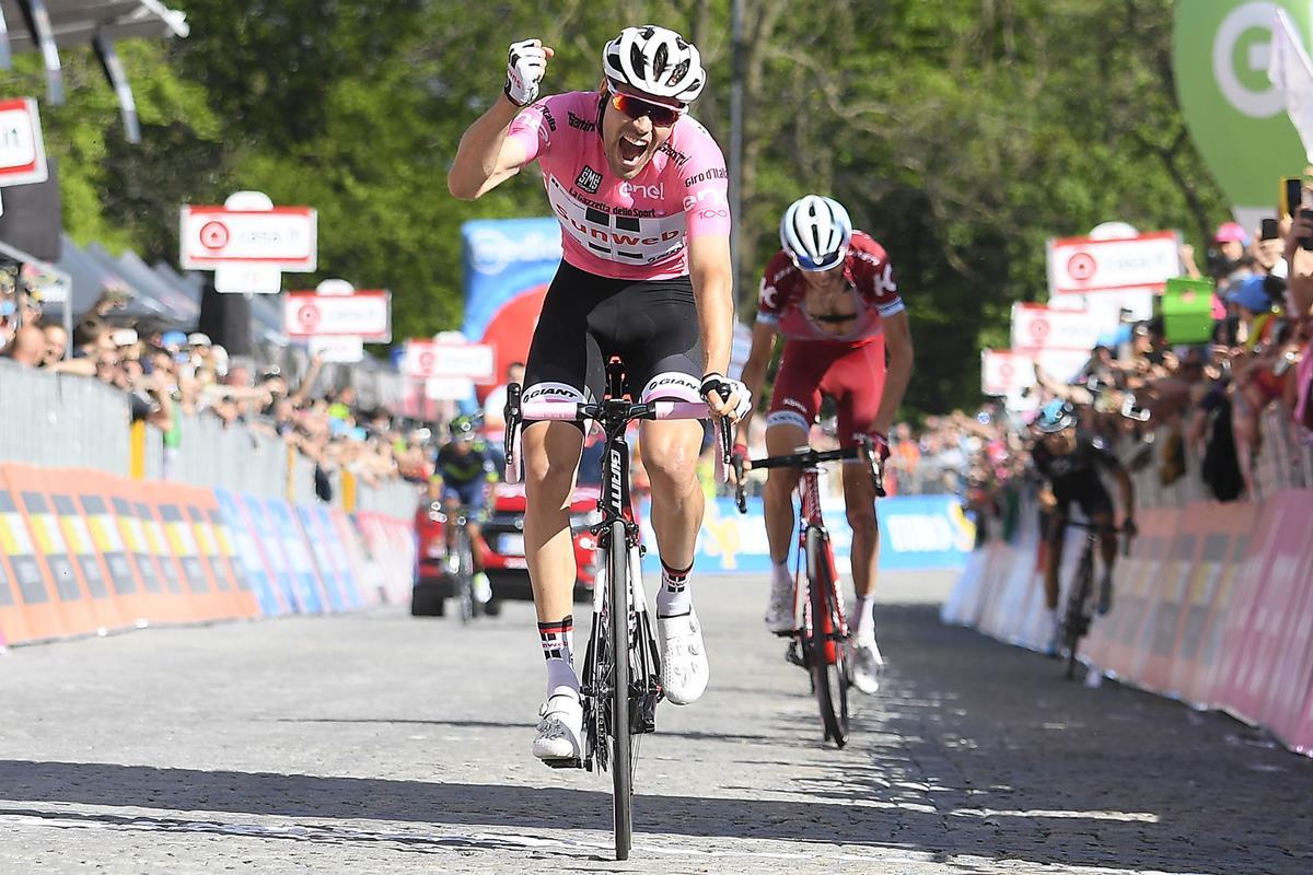 Tom Dumoulin in maglia rosa vince ad Oropa la 14/a tappa del Giro 100 (foto LaPresse - D'Alberto / Ferrari / Paolone / Spada)