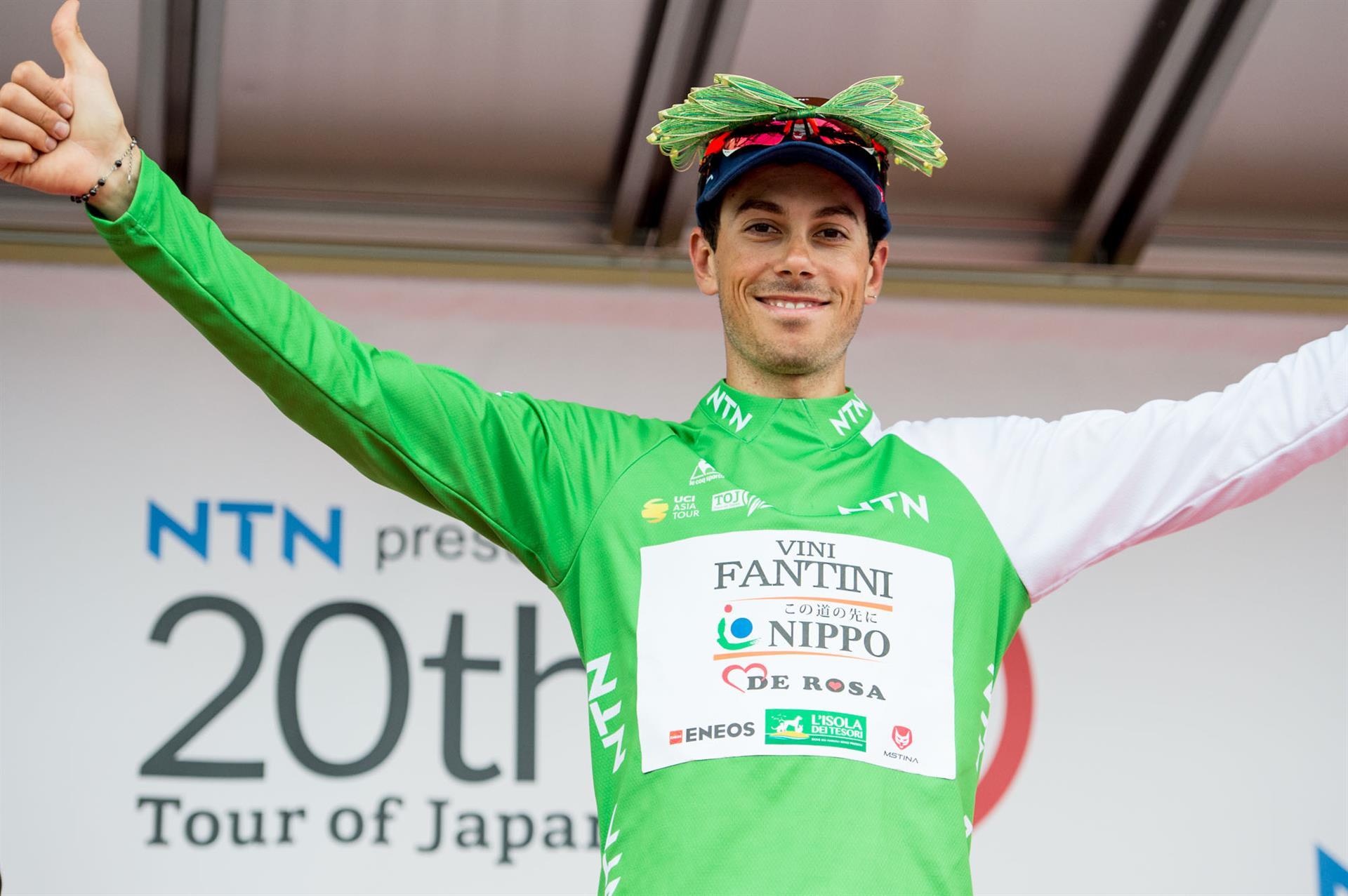Marco Canola con la maglia di leader al Tour of Japan