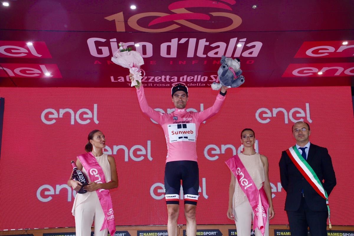 La maglia rosa Tom Dumoulin