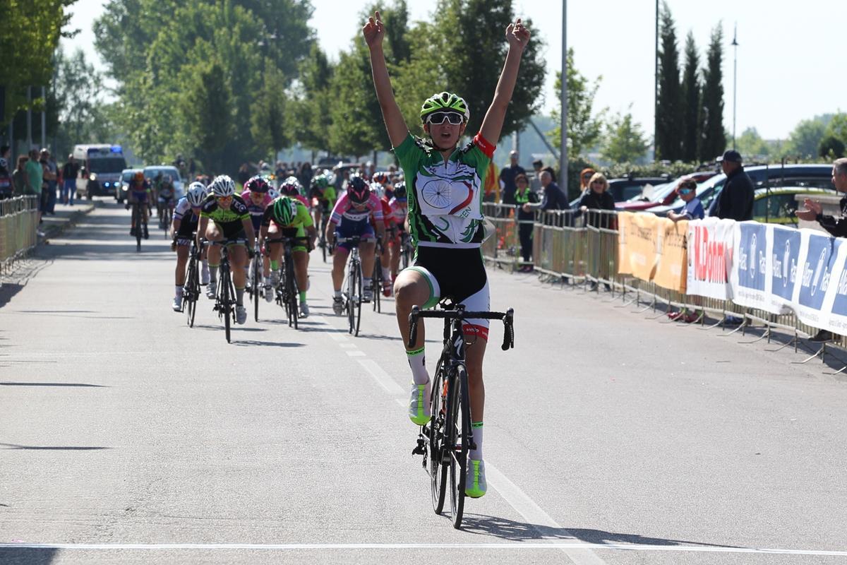 Valentina Vighi vince la gara Donne Esordienti di Gazoldo degli Ippoliti