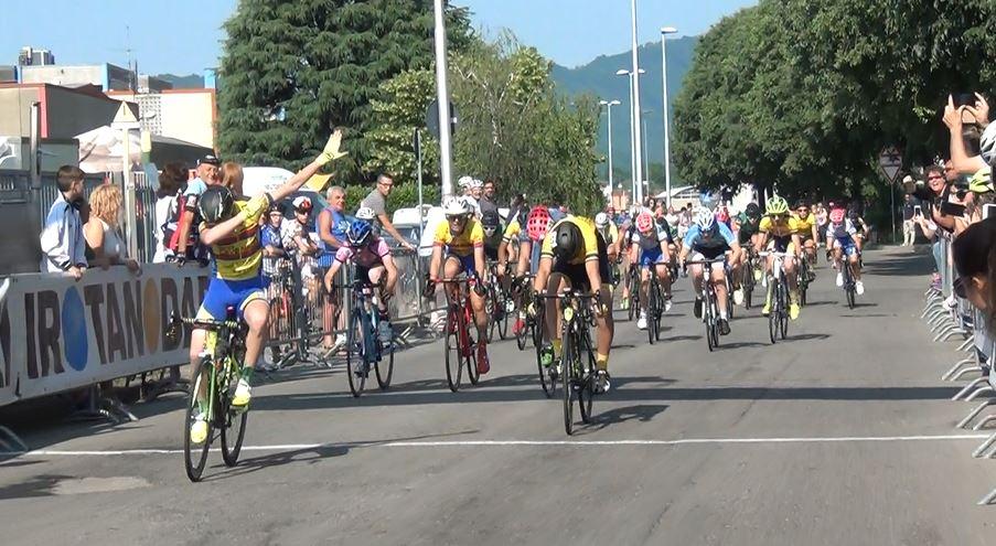 La vittoria di Lorenzo Casalini nella gara Esordienti 1° anno di Almenno San Bartolomeo