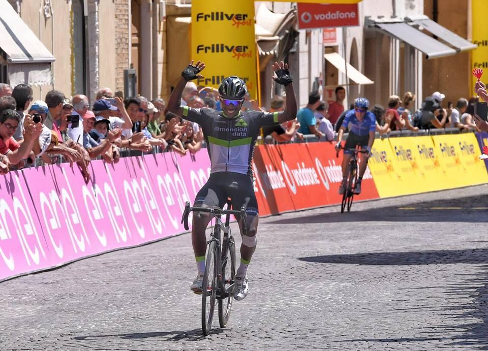Il ruandese Joseph Areruya vince la quinta tappa in linea del Giro d'Italia U23 2017