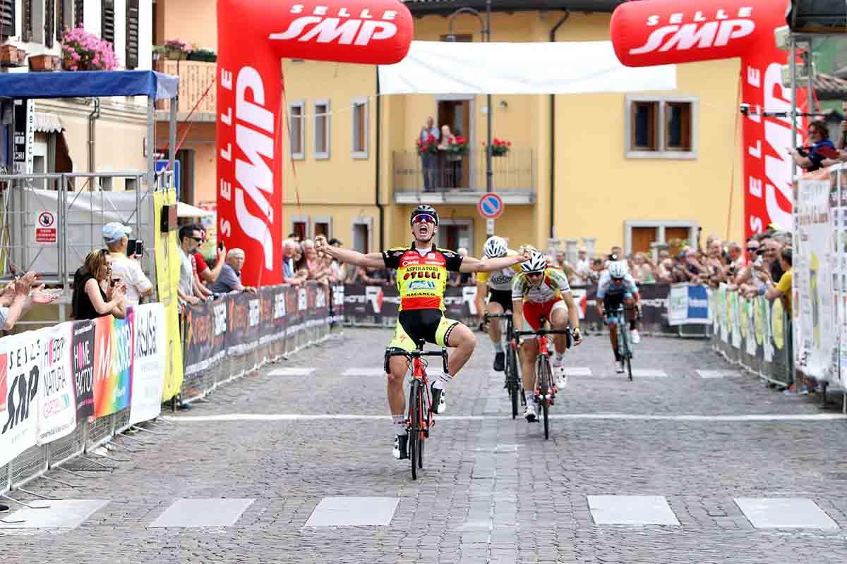 La vittoria di Luca Regalli nella seconda tappa del Giro del Friuli Juniores