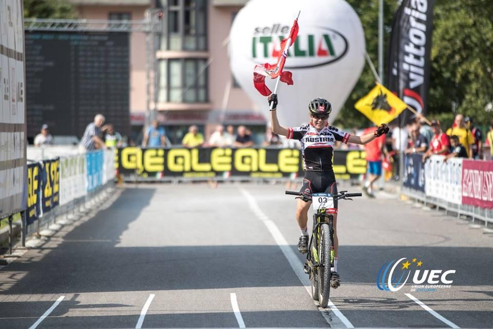 L'arrivo dell'austriaca Laura Stigger al Campionato Europeo XCO 2017 Donne Junior