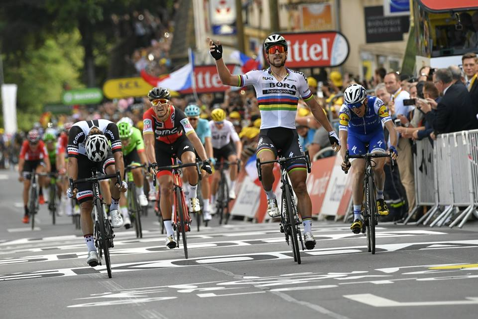 Peter Sagan vince la terza tappa del Tour de France 2017