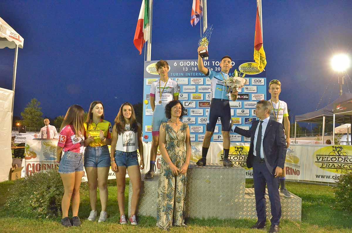 La premiazione della Corsa a punti Esordienti vinta da Fabio Dicembre