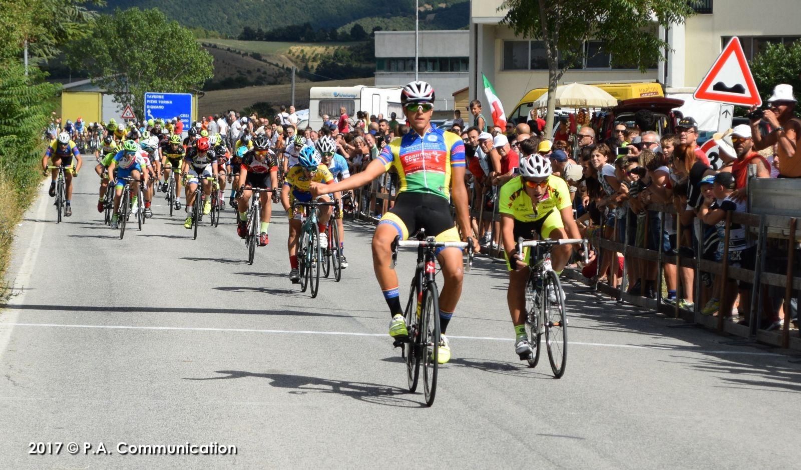 L'arrivo della gara Esordienti 1° anno di Colfiorito
