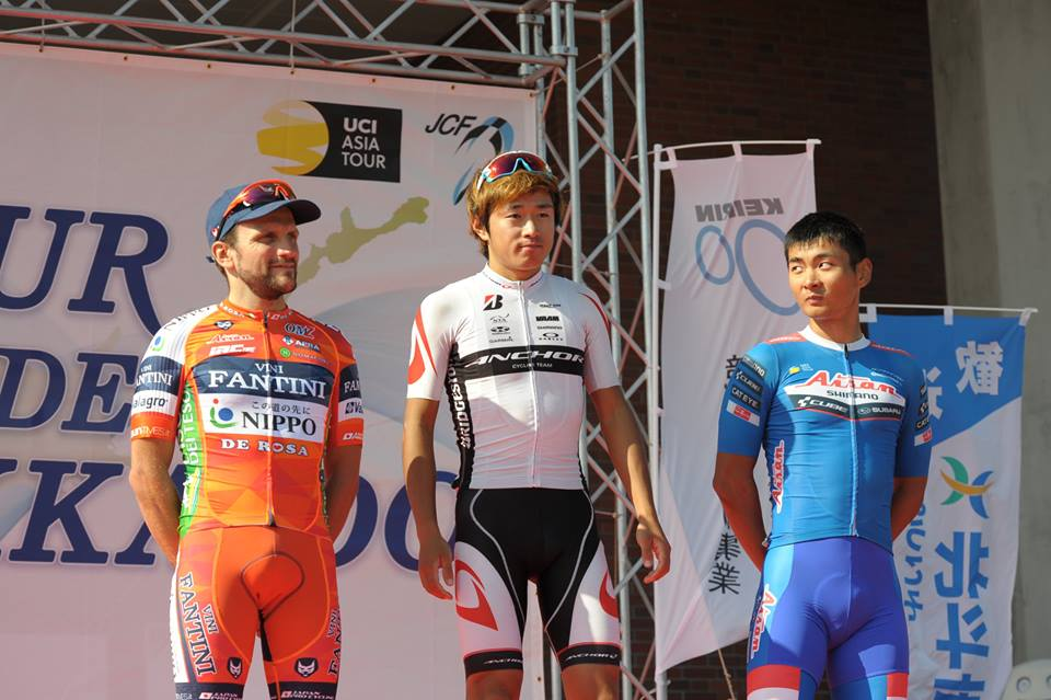 Il podio della prima tappa del Tour de Hokkaido