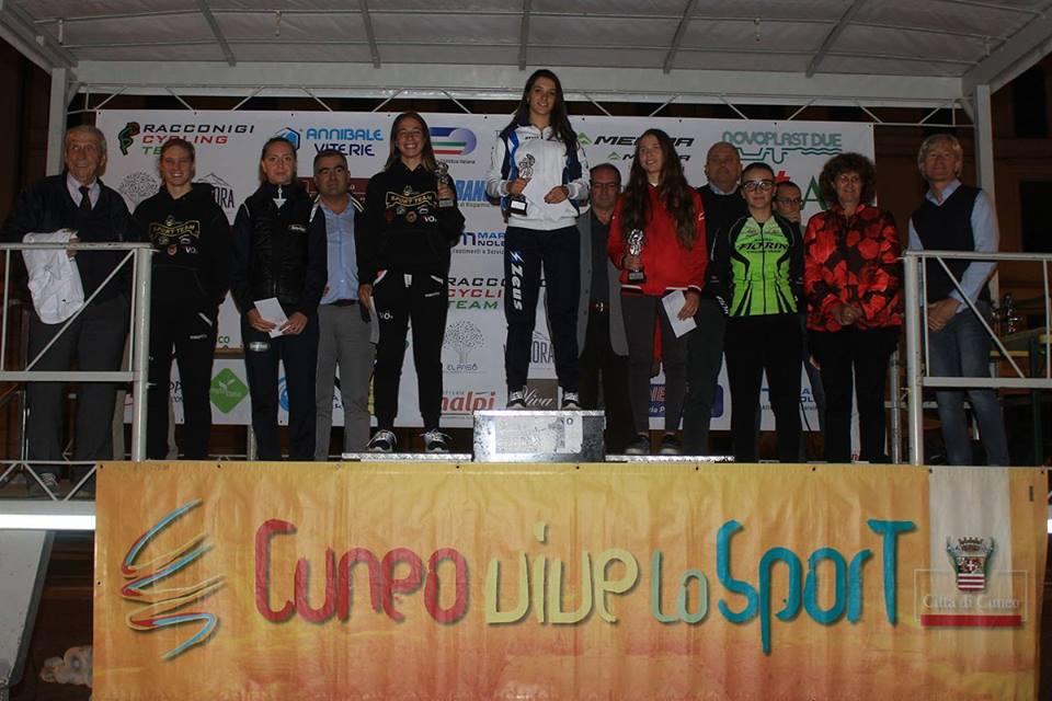 Il podio Donne Allieve della cronometro di Cuneo vinta da Eleonora Gasparrini