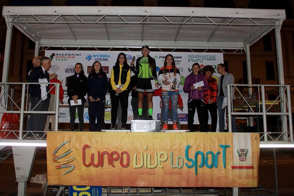 Il podio Donne Esordienti della cronometro di Cuneo vinta da Sara Fiorin