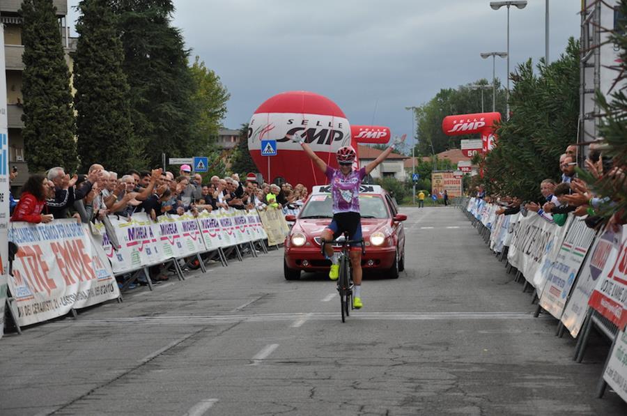 Ashleight Moolman Pasio vince l'ultima tappa ed il Giro della Toscana Femminile