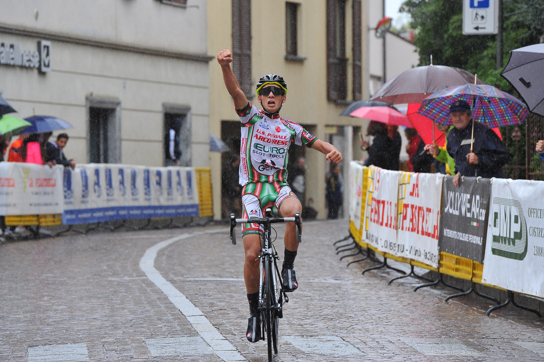 Paolo Giambersio vince la gara Allievi di Costamasnaga