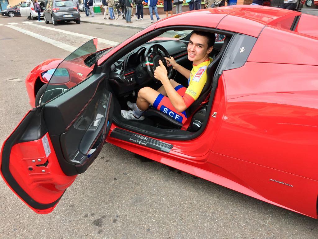 Nicolò Costa Pellicciari festeggia in Ferrari la vittoria a Maranello