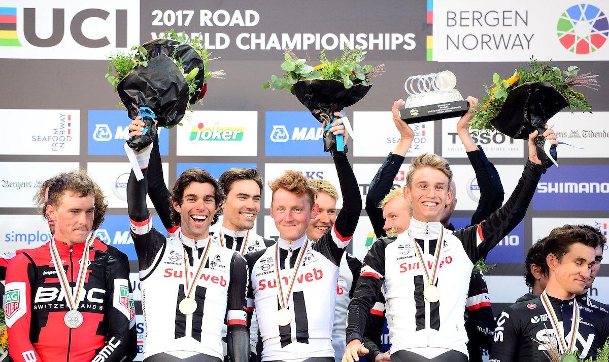 Il Team Sunweb festeggia il titolo mondiale della cronosquadre maschile a Bergen