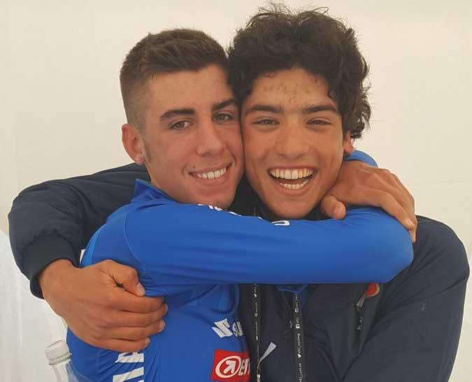L'abbraccio tra i due azzurri Antonio Puppio e Samuele Manfredi