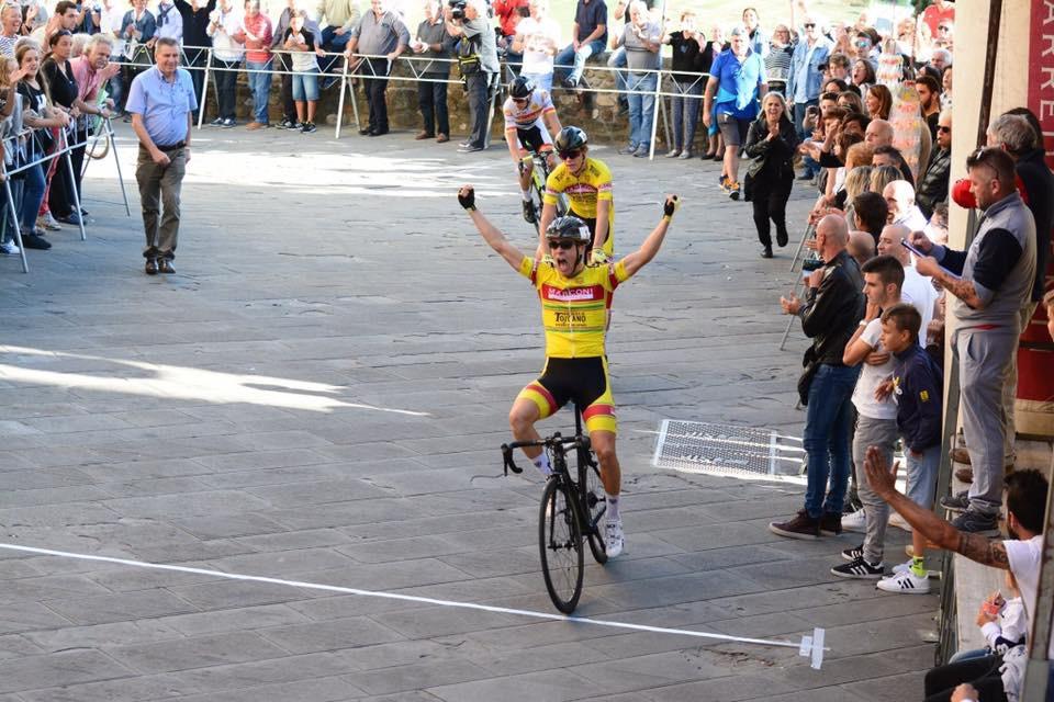 Enrico Baglioni in trionfo a Laterina