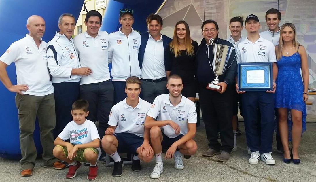 L'Aspiratori Otelli festeggia la vittoria di Luca Regalli a Visano