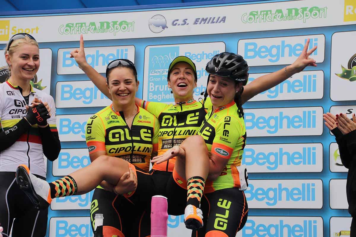 La Alè Cipollini festeggia la vittoria di Marta Bastianelli al Gp Beghelli