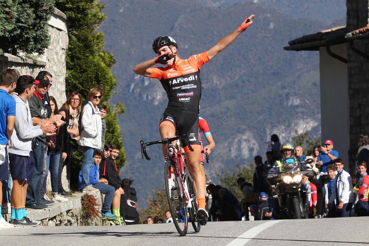 Luca Rastelli vince la Como-Ghisallo Juniores 2017