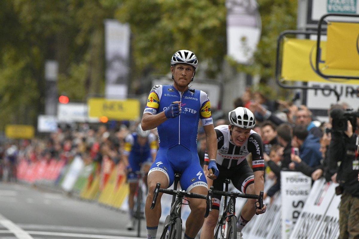 Matteo Trentin vince la Parigi-Tours 2017