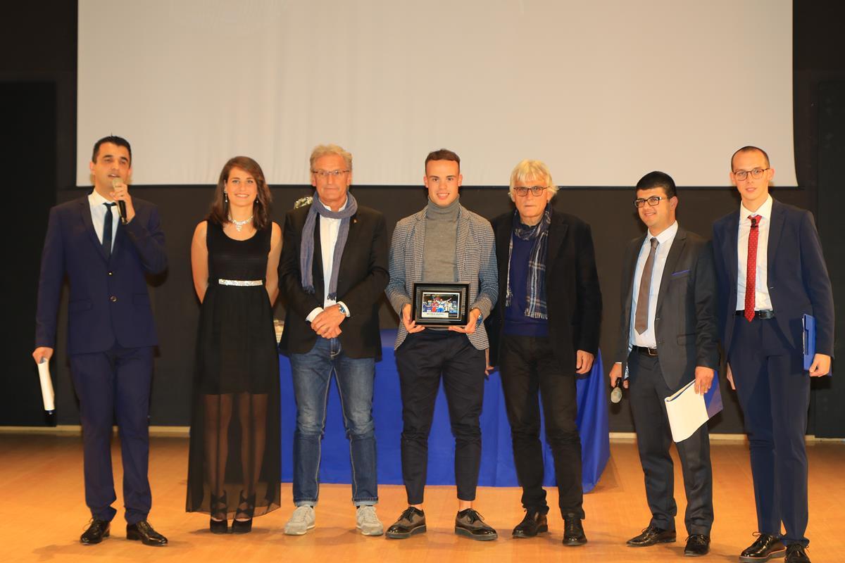 Il campione europeo Michele Gazzoli premiato dai CT Rino De Candido e Marino Amadori