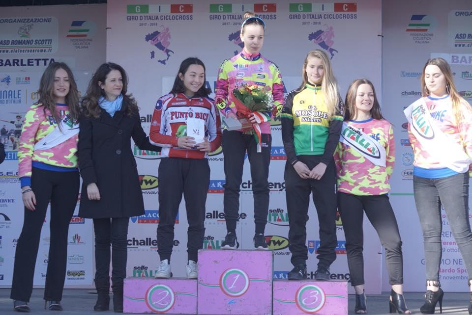 Il podio Donne Esordienti dell'ultima prova del Giro d'Italia Ciclocross a Barletta