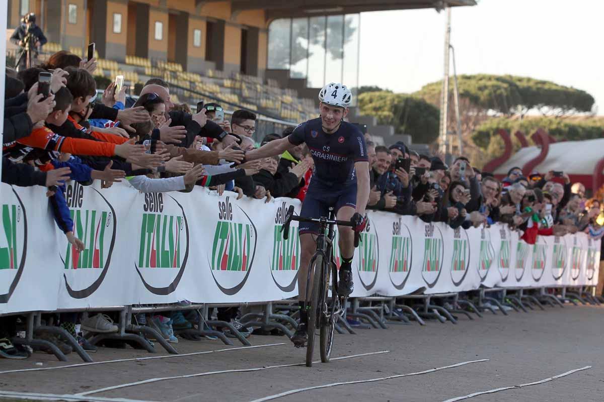 Luca Braidot festeggia la vittoria del Campionato Italiano a Roma