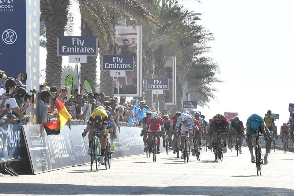 La vittoria di Dylan Groenewegen nella prima tappa del Dubai Tour