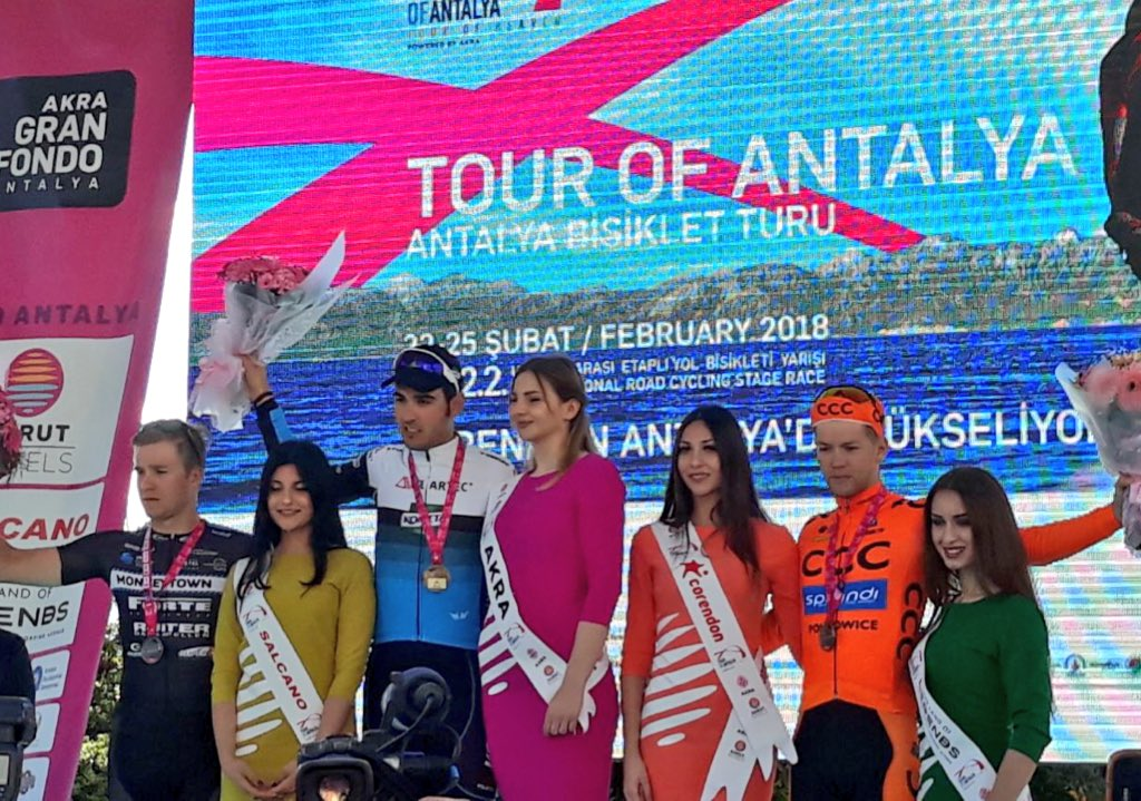 Il podio della quarta tappa del Tour of Antalya vinta da Matteo Moschetti