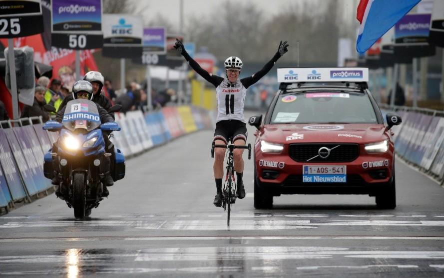 Ellen van Dijk vince la Dwars door Vlaanderen - A travers la Flandre femminile 2018
