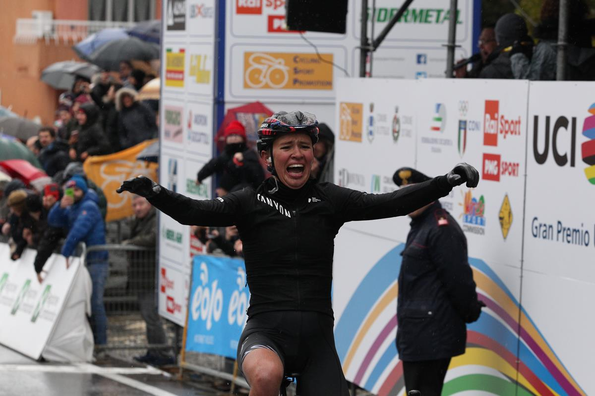 Katarzyna Niewiadoma vince il 20° Trofeo Alfredo Binda a Cittiglio
