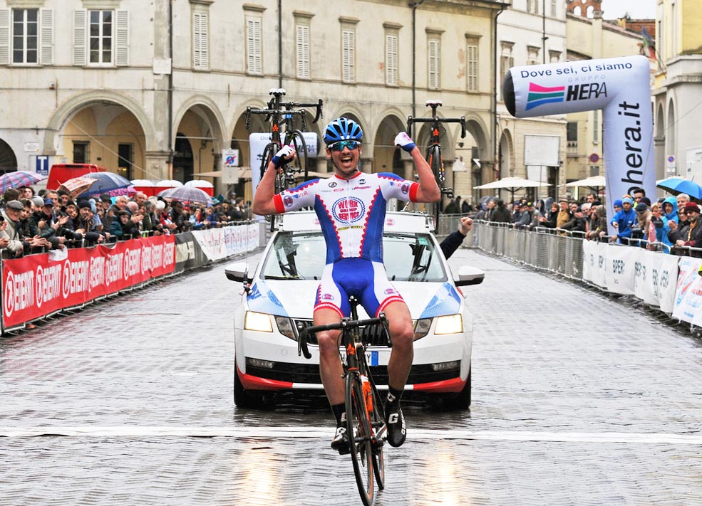 Samuele Manfredi vince la Gran Fondo Cassani Giovani