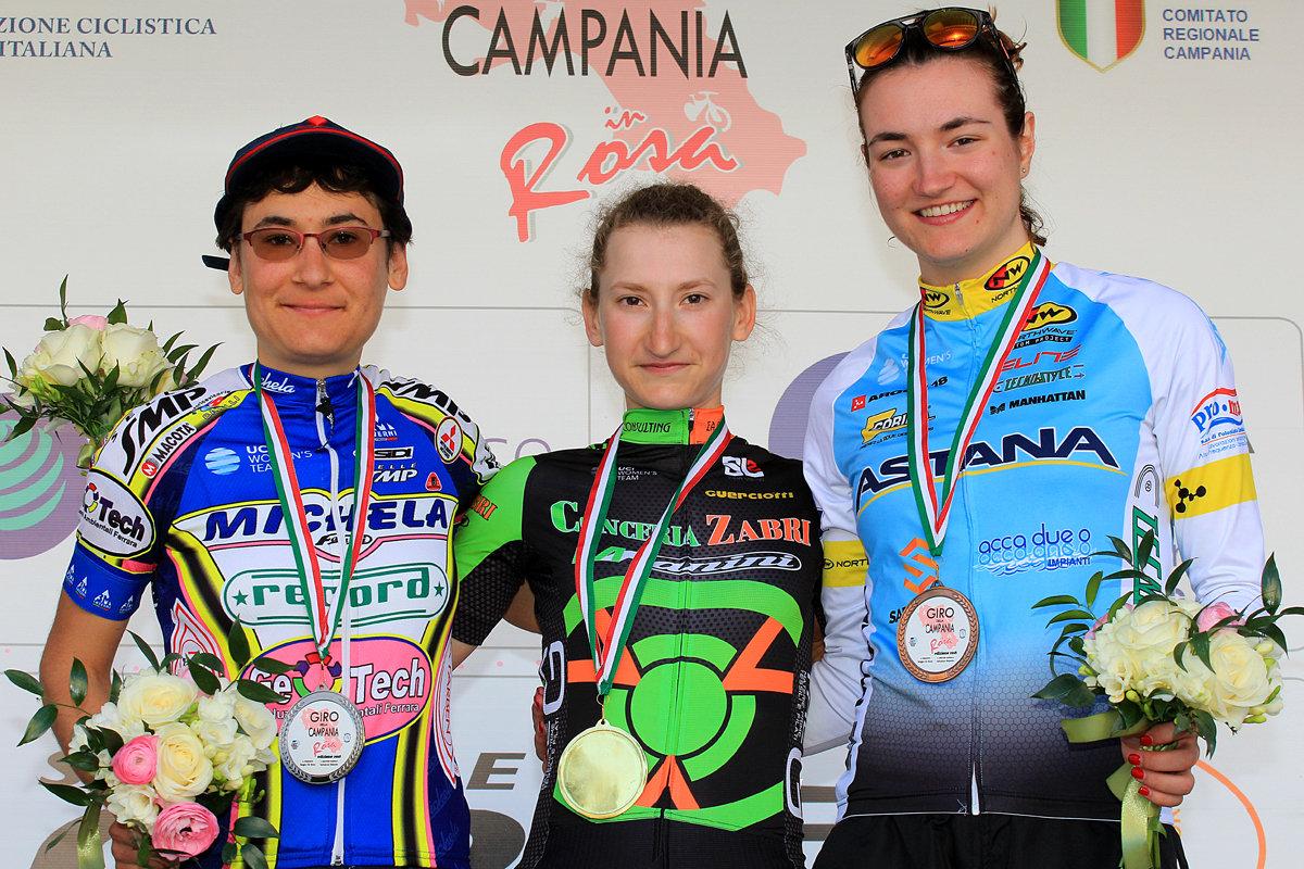 Il podio della prima prova del Giro della Campania in Rosa