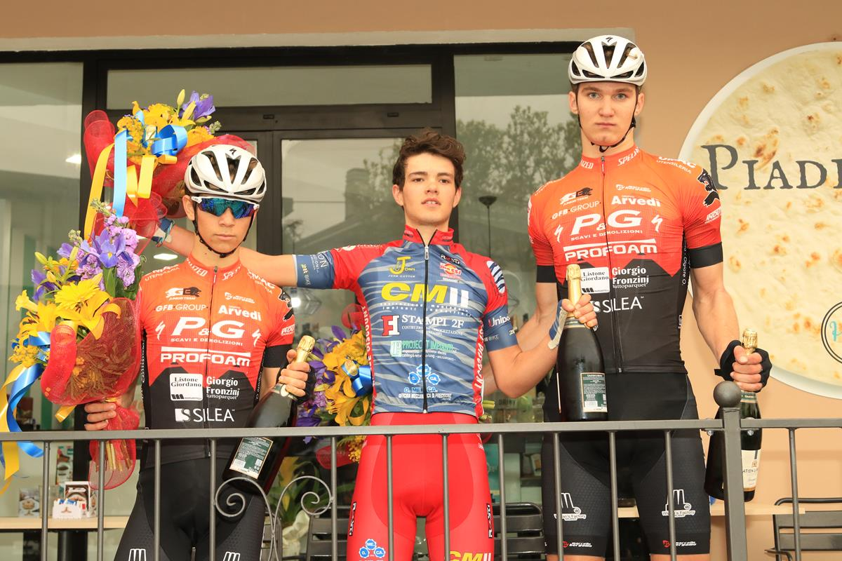 Il podio della gara di Galliate vinta da Luca Cretti