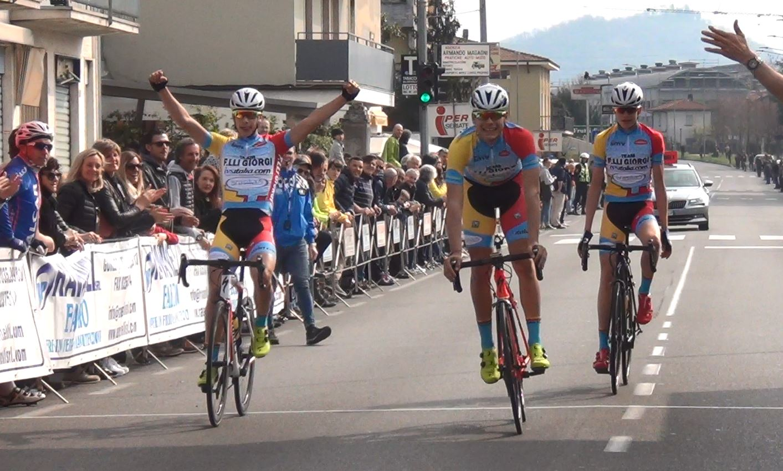 Parata del Team F.lli Girogi a Seriate