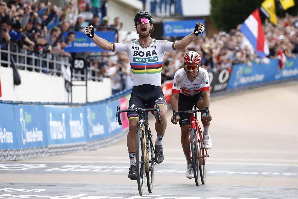 Il campione del mondo Peter Sagan vince la Parigi-Roubaix 2018
