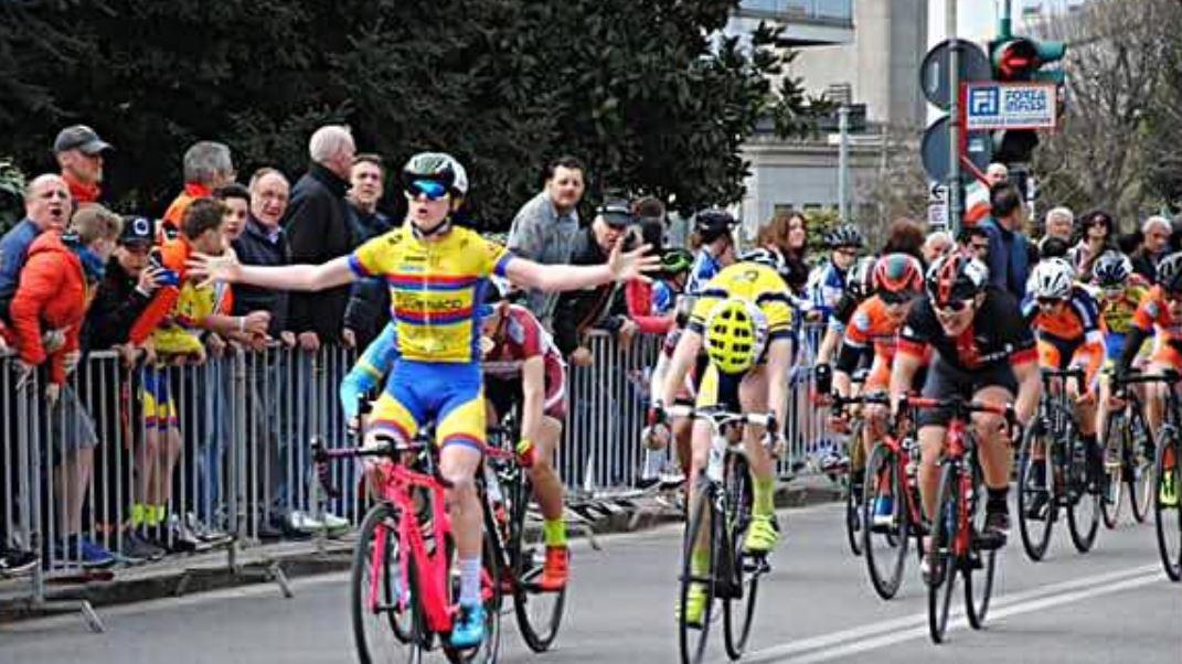 La volata di Gabriele Casalini nella gara Esordienti 2° anno di Calusco d'Adda
